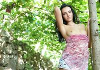 Sapphira in Vineyard (nude photo 4 of 16)