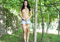 Sapphira in Vineyard (nude photo 10 of 16)