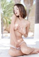 Kiki in Lovely Innocence (nude photo 8 of 16)