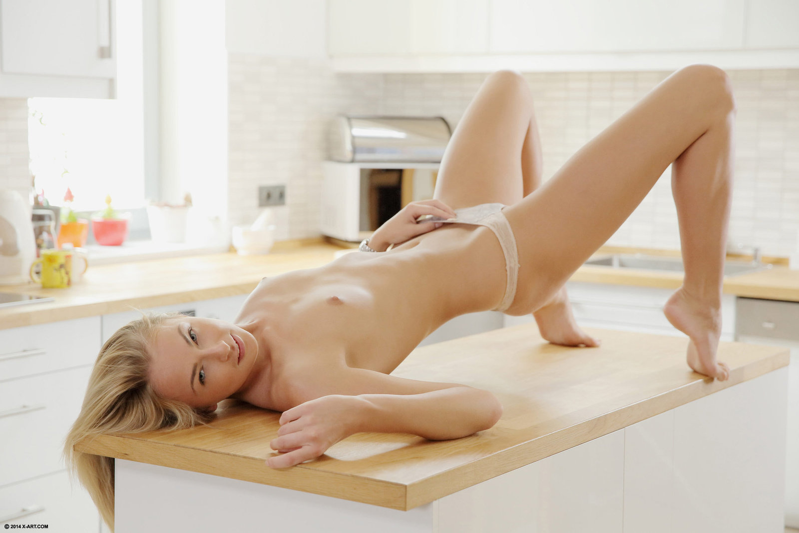голые блондинки на кухонном столе мне, трэшка