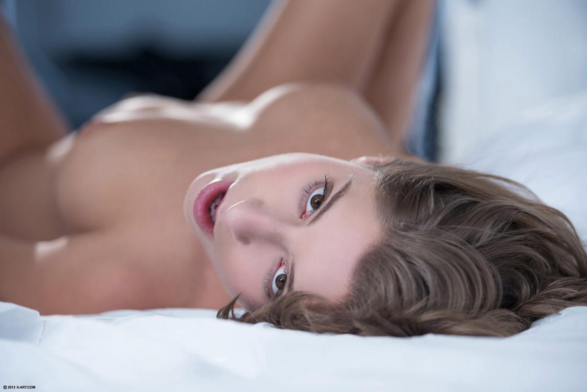 Мастурбирует мужа х арт студия смотреть онлайн красивая эротика девчонки загорают развлекаются