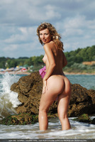 Nata Wet Outdoors (nude photo 5 of 16)
