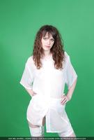 Liza in Green Philosophy (nude photo 1 of 16)
