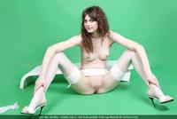 Liza in Green Philosophy (nude photo 10 of 16)