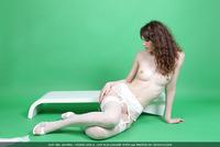 Liza in Green Philosophy (nude photo 14 of 16)