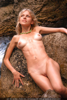 Sweet blonde Liza (nude photo 4 of 16)