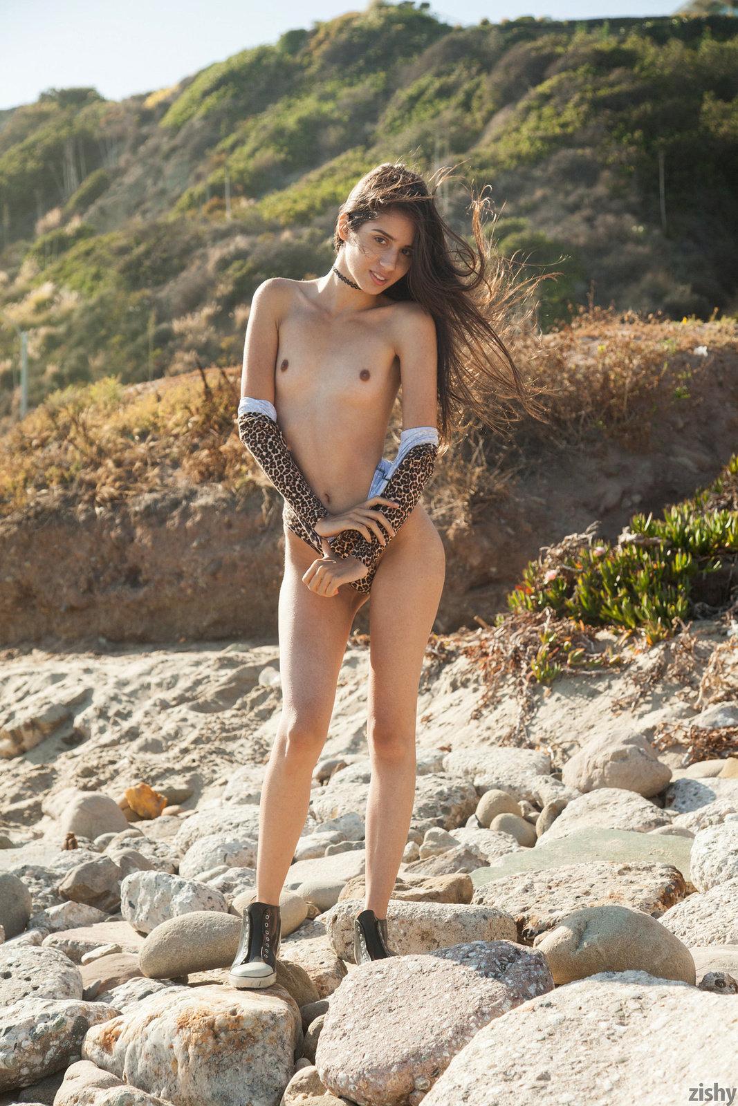 Inez Saldero In On Pee Sea Atche By Zishy 16 Photos -3543