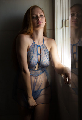 16 Pics: Wendy Patton in Palm Flings by Zishy
