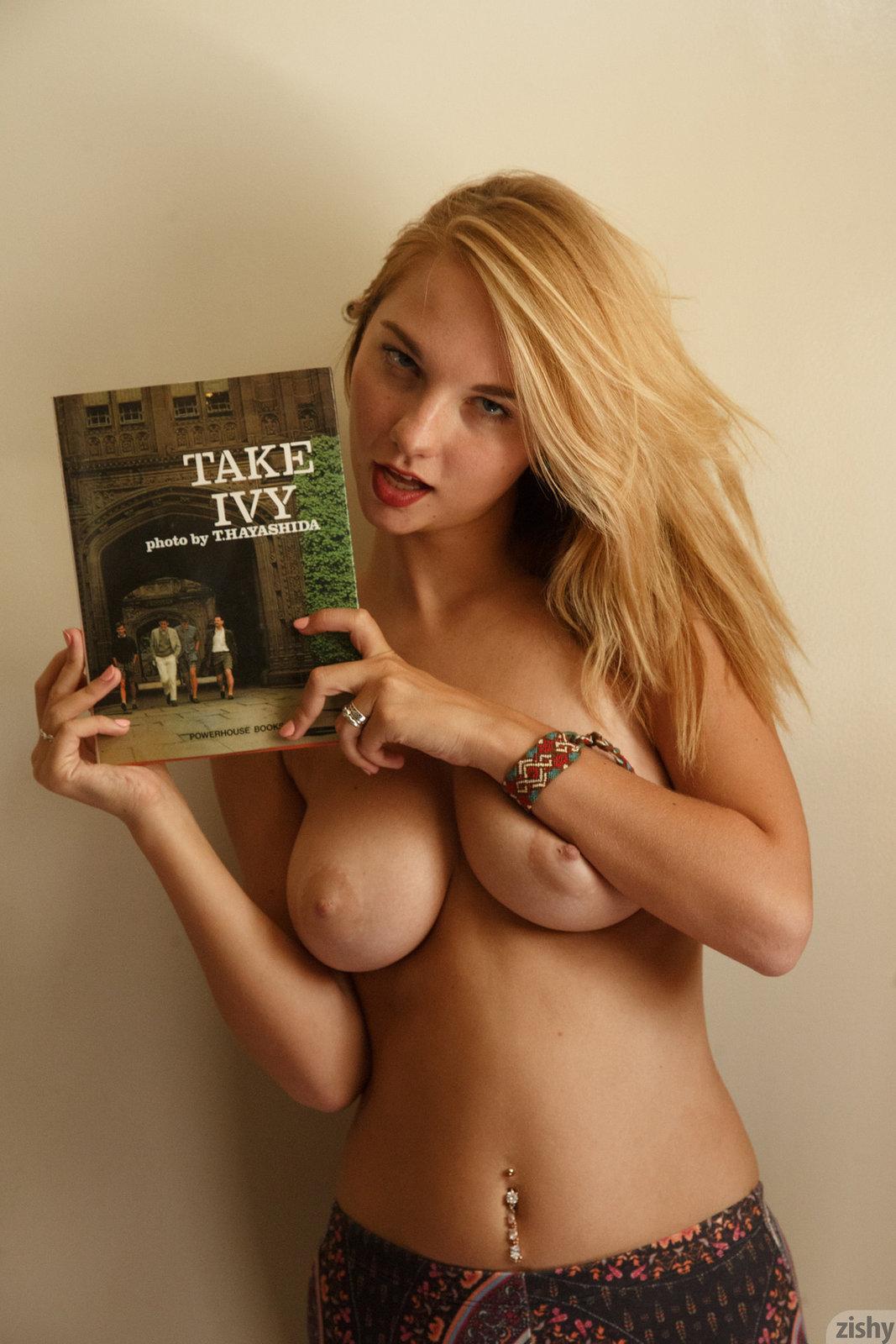 Nude Girls Dorm